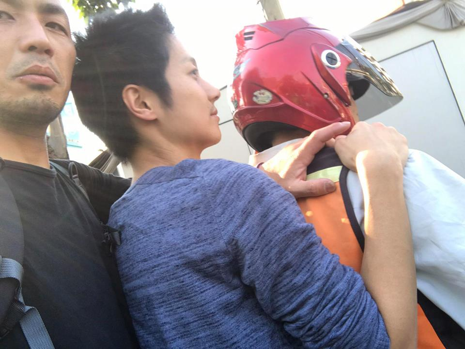 バンコクでバイク3人乗り
