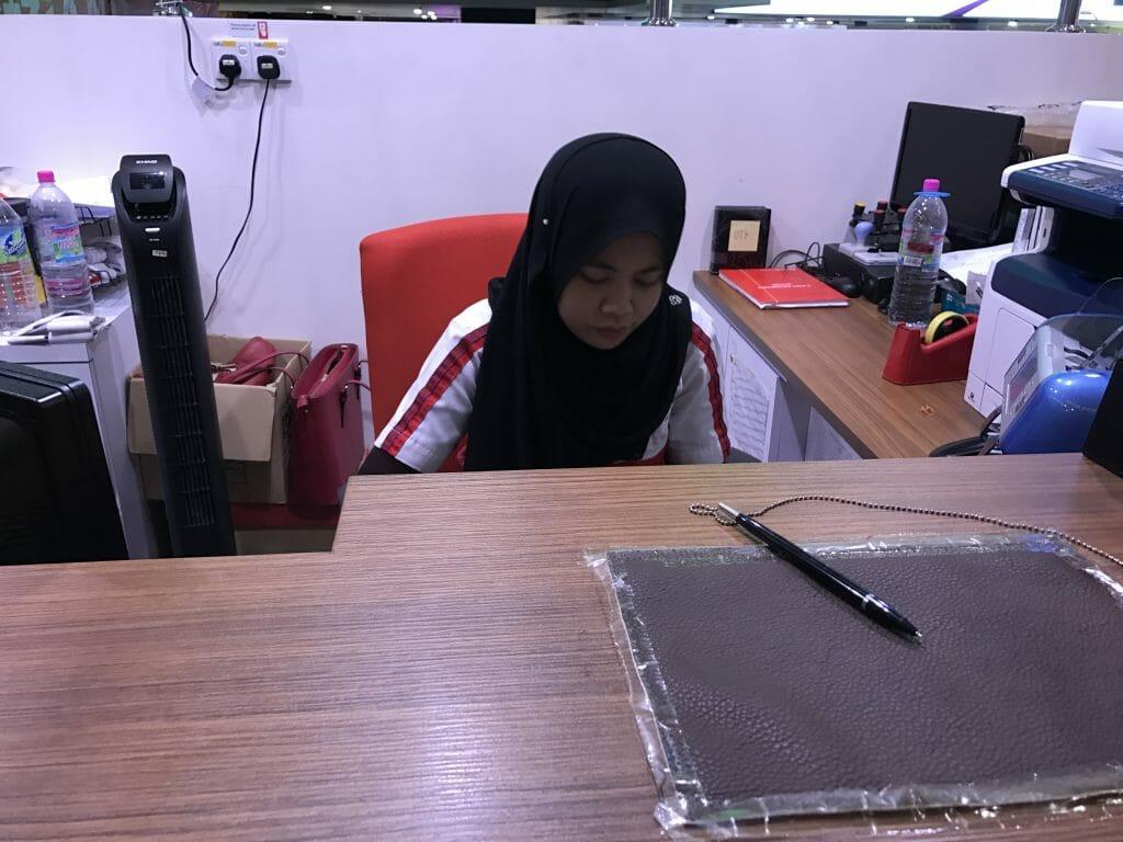 マレーシア銀行のおねいさん
