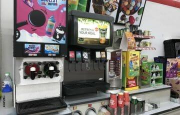 マレーシアのセブンイレブンで販売されているカラフルなジュース