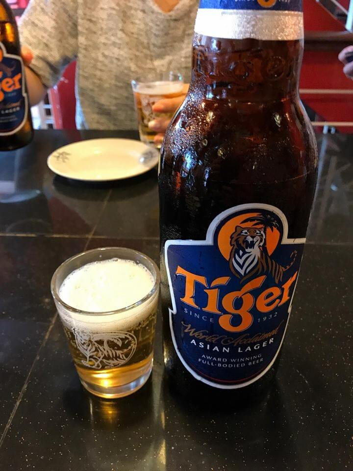 昼間からビールを飲む