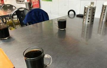 ローカルカフェでコーヒー休憩